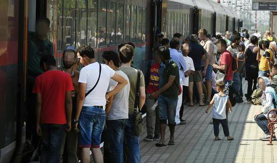 refugjatët nisen nga Hungaria