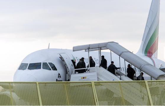 Rritje e numrit të fluturimeve speciale për dëbim nga Zvicra