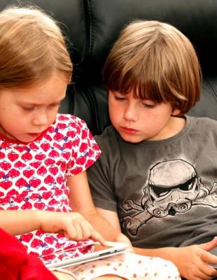 Kinder mit smartphone.jpg