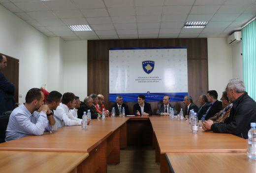 ministri-murati-me-anetaret-e-ekipit-futbollistik-nga-diaspora