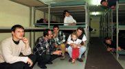 KeystoneSchlafraeume der Zivilschutzanlage Camignolo TI, aufgenommen am Mittwoch, 21. Oktober 1998. Um die Empfangstelle in Chiasso TI zu entlasten, werden Fluechtlinge aus dem Kosovo in der Zivilschutzanlage Camignolo untergebracht. (KEYSTONE/Karl Mathis)
