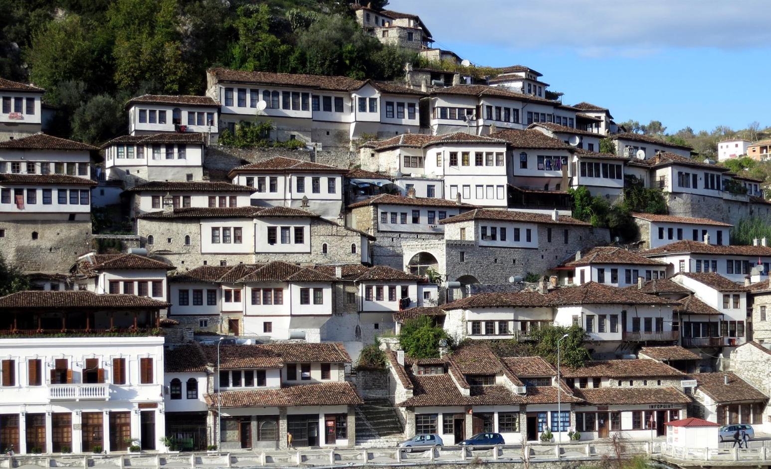 Rritet numri i turistëve në Shqipëri