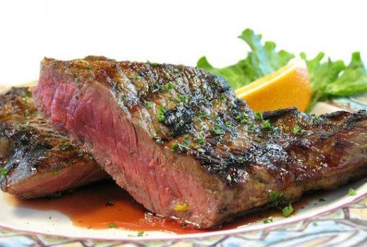 Biftek me lakër të re