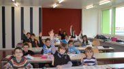 lapsh-nxenesit-eshkolles-shqipe-te-buchsit-587x396