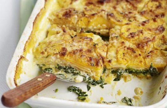 Patate në tavë me spinaq