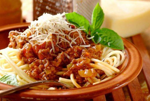 Shpageta me salcë boloneze