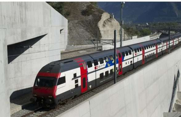 Bllokohet treni në tunelin Lötschberg, evakuohen 350 udhëtarë