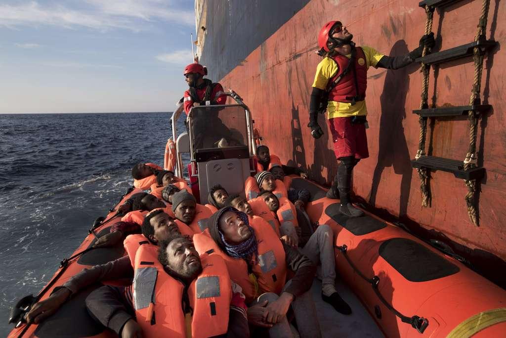 Ministri bullgar mohon të ketë migrantë në bordin e avionëve ushtarak