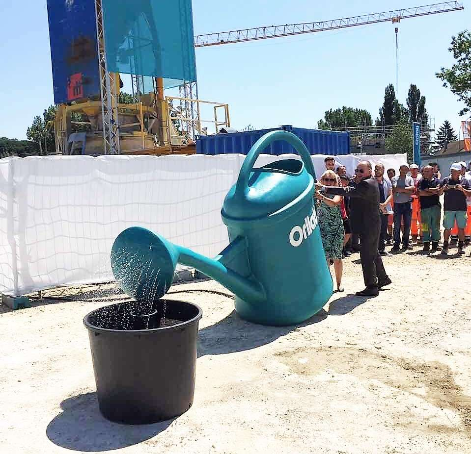 Le Frères Orllati posent la première pierre de la Tour des Cèdres - Albinfo