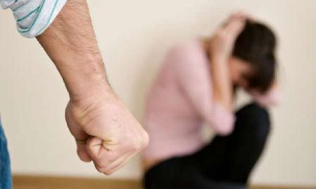 Më rrahu për 10 euro  e kisha foshnjën 3 javëshe   rrëfimi i gruas për dhunën nga burri