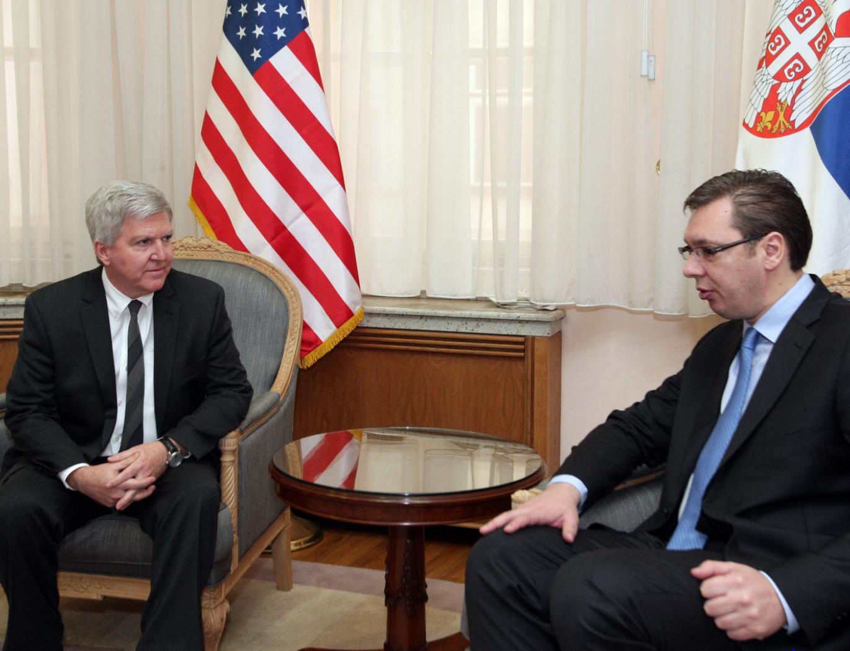 Scott kërkon nga Vuçiqi vazhdimin e dialogut dhe zbatim të marrëveshjeve
