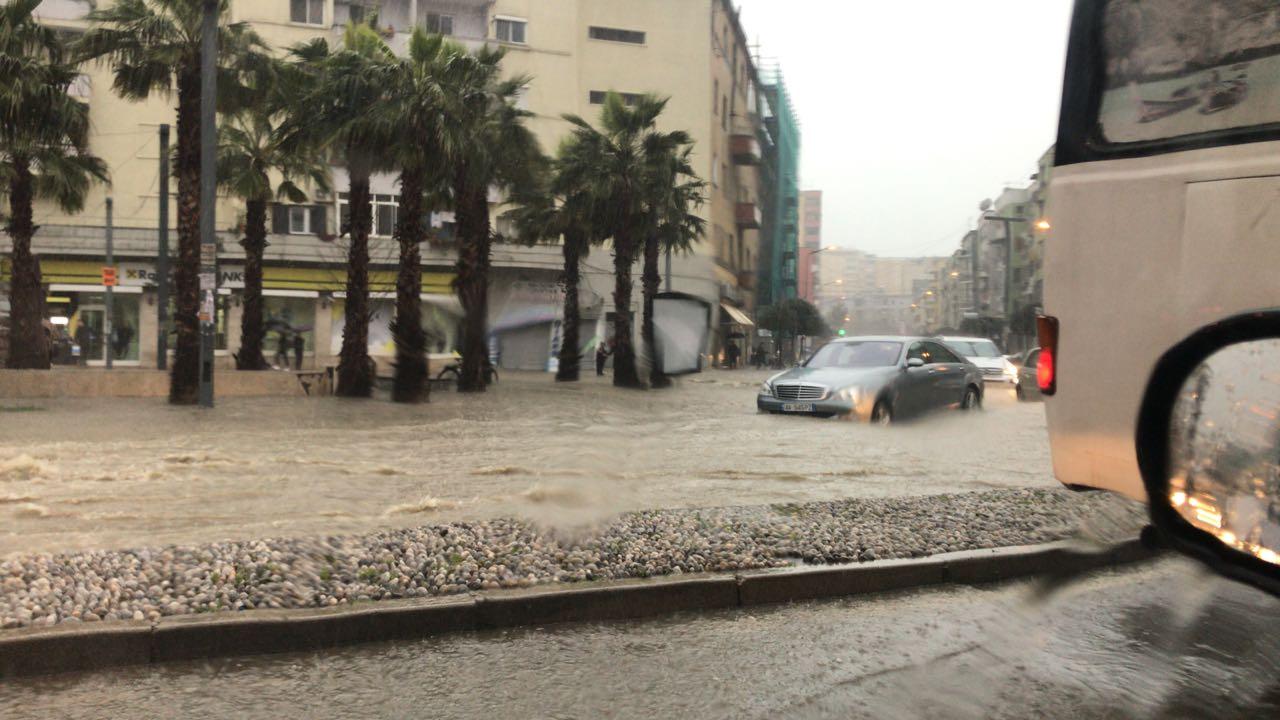 Reshjet e shiut shkaktojnë probleme në Durrës