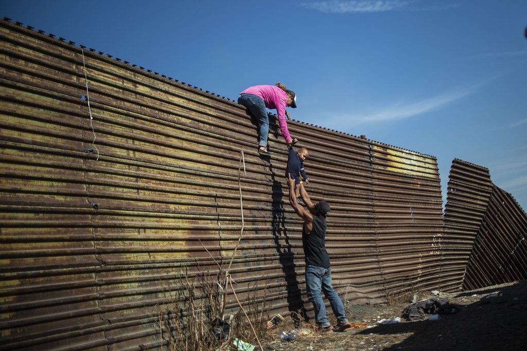 SHBA ja i ashpërson ligjet për azilkërkuesit