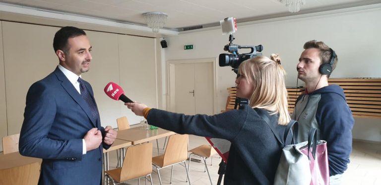 FOTOT-Nuk ka më dyshim për ribashkimin/ Loredana kthehet në Kosovë, Mozzik e pret në aeroport