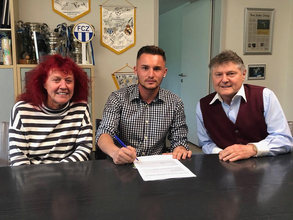 Futbollisti shqiptar nënshkruan kontratë profesioniste me Zurichun