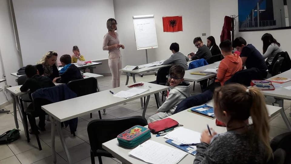 Suedi  Rreth 65 5  e nxënësve shqiptarë mësojnë në gjuhën amëtare