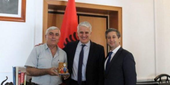 Në një fshat të Azerbejxhanit jetojnë 4 mijë shqiptarë, takohen me ministrin Pandeli Majko