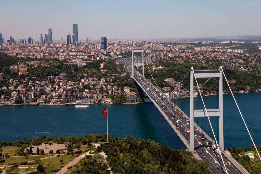 Ish kryeministri Davutoglu jep dorëheqjen nga partia në pushtet AKP