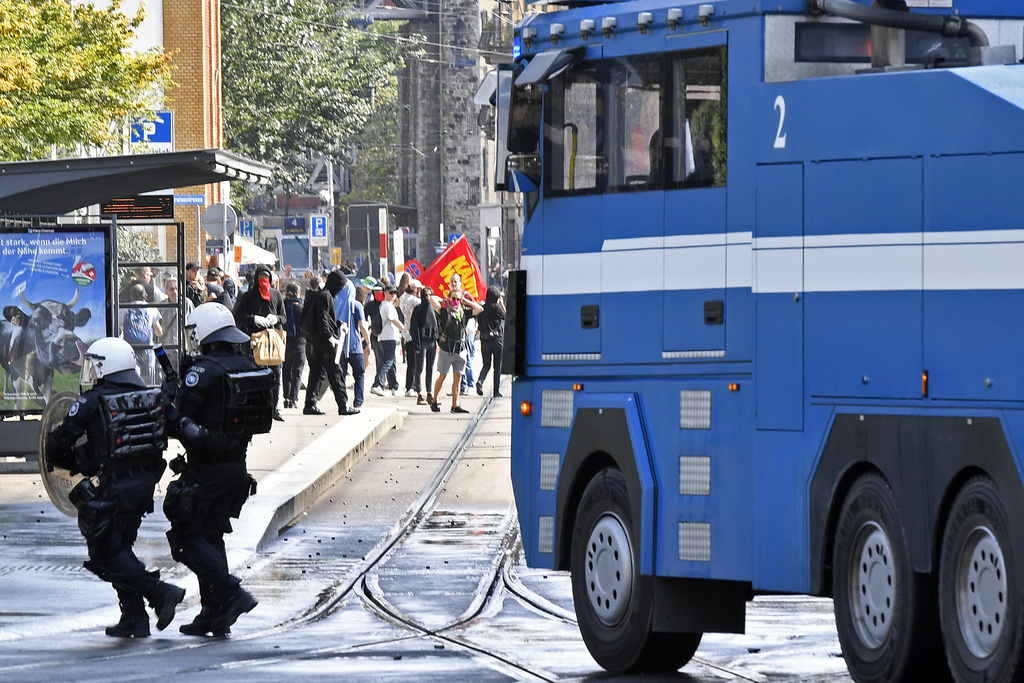 Dhunë e shfrenuar në një kundërdemonstratë në Cyrih