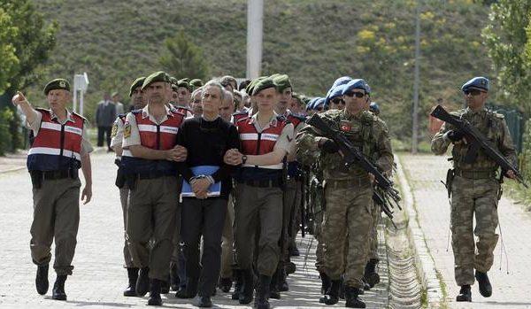 Turqia arreston mbi 200 ushtarakë