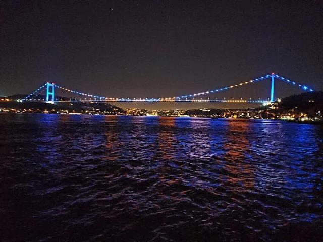 Urat e Stambollit dhe Kulla e Ankarasë ndriçohen me ngjyrat e flamurit të Kosovës