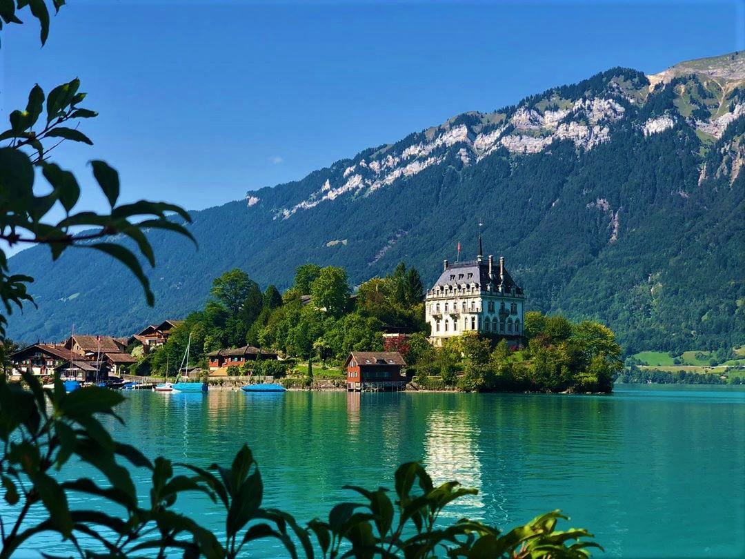 Fshat paqësor në Zvicër - Iseltwald