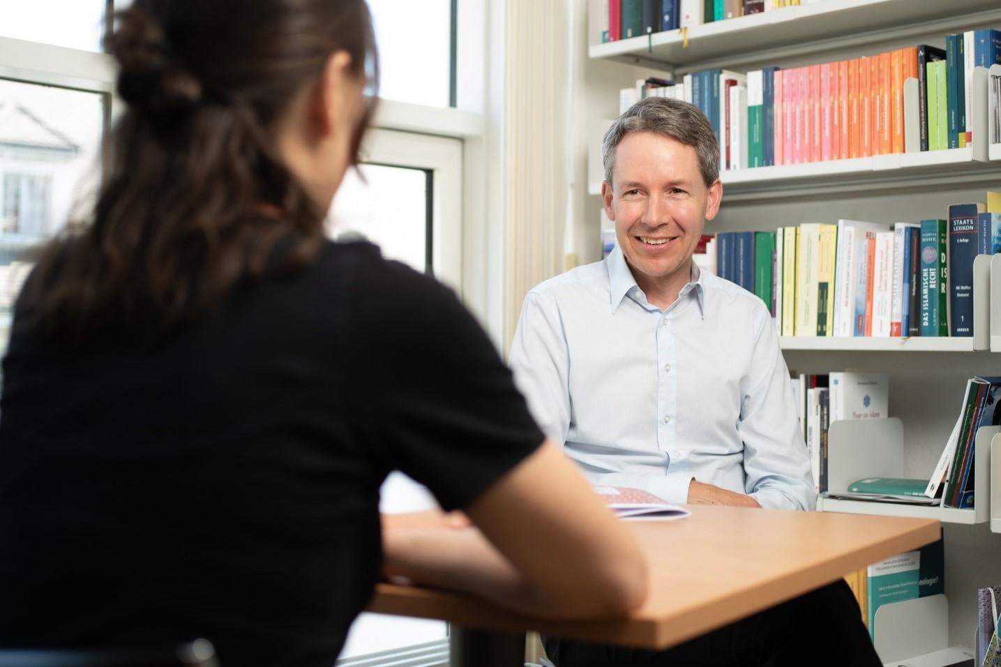 Prof.dr. Hansjörg Schmid, Drejtori ekzekutiv i Qendrës Zvicerane për Islam dhe Shoqëri (SZIG)