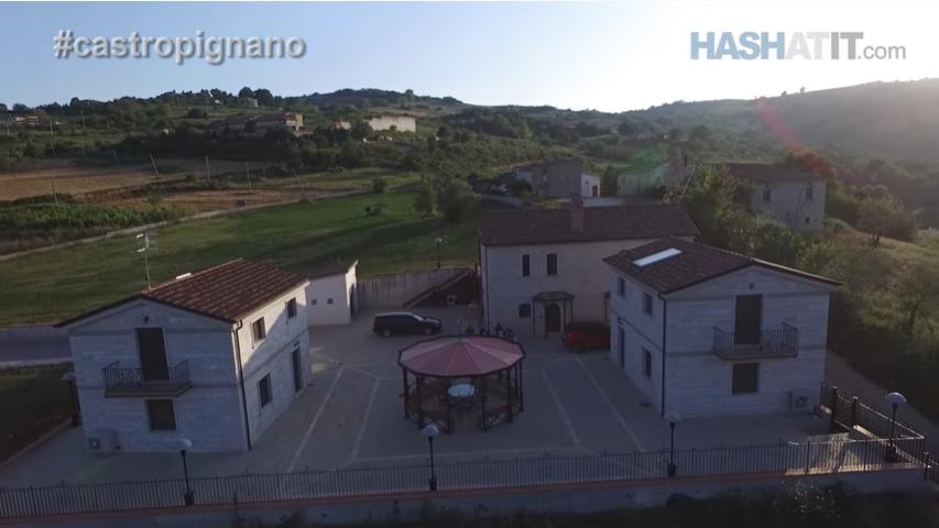 Fshati tjetër italian me shtëpi prej 1 €