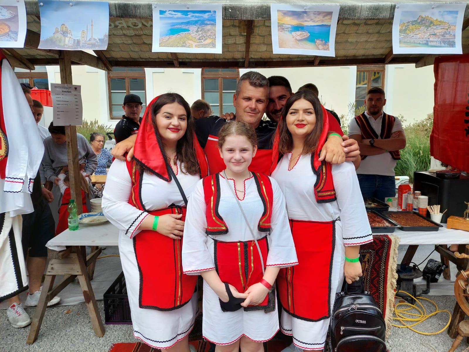 """Shoqata """"Albanischer Kultur & Sportverein"""", në festën e kombeve në Wörgl të Austrisë"""